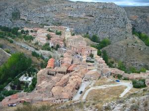 Un pueblo incrustado en un paisaje. Albarracin